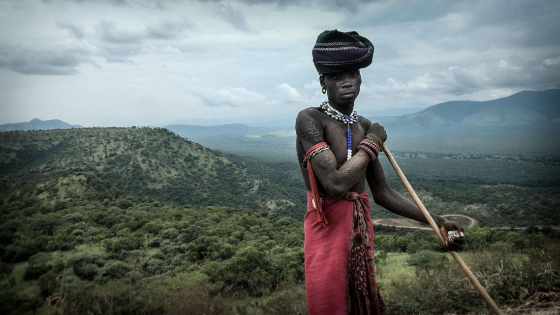 Hombre en paisaje Etioipía
